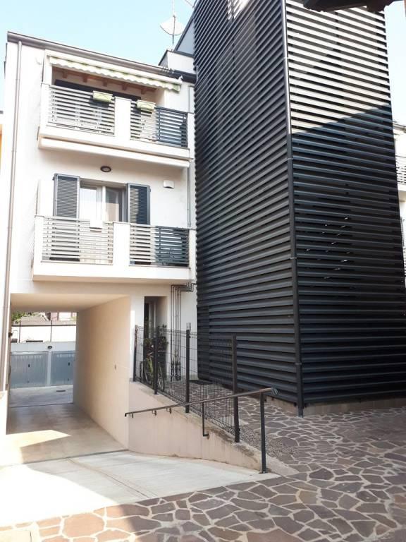 Appartamento in vendita a Settimo Milanese, 3 locali, prezzo € 219.000 | CambioCasa.it