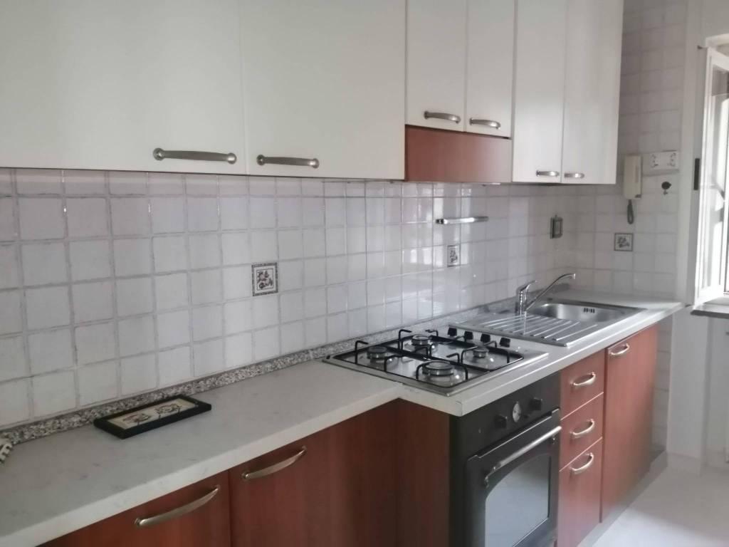 Appartamento in affitto a Pozzuoli, 2 locali, prezzo € 800 | CambioCasa.it