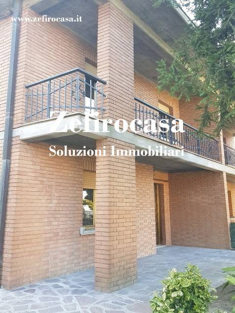 Villa in Affitto a Rolo Centro: 4 locali, 120 mq