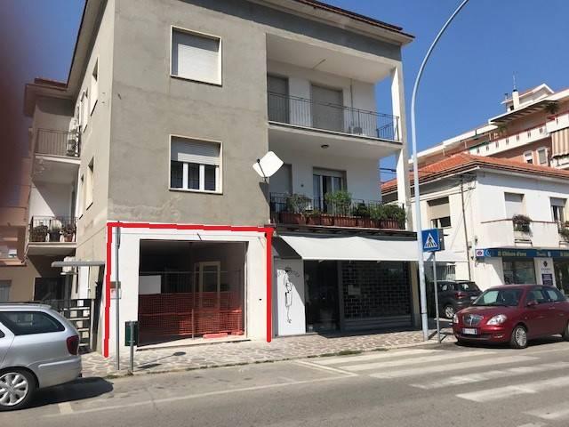Locale commerciale Inizio Via Vestina - mq.50 circa