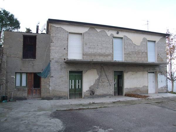 Rustico / Casale in vendita a Apice, 4 locali, prezzo € 40.000 | CambioCasa.it