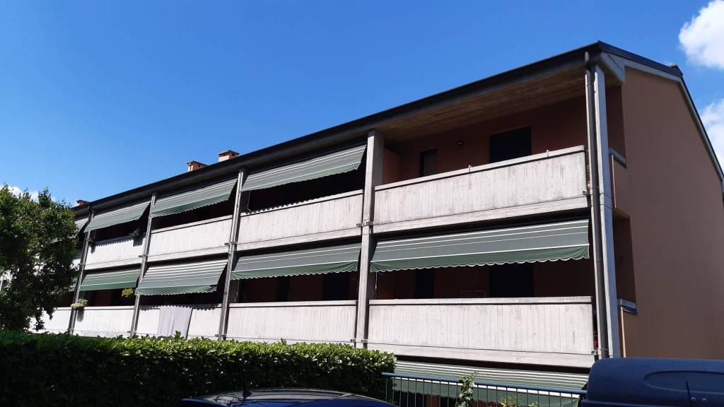 Appartamento in vendita a Olginate, 3 locali, prezzo € 109.000   CambioCasa.it