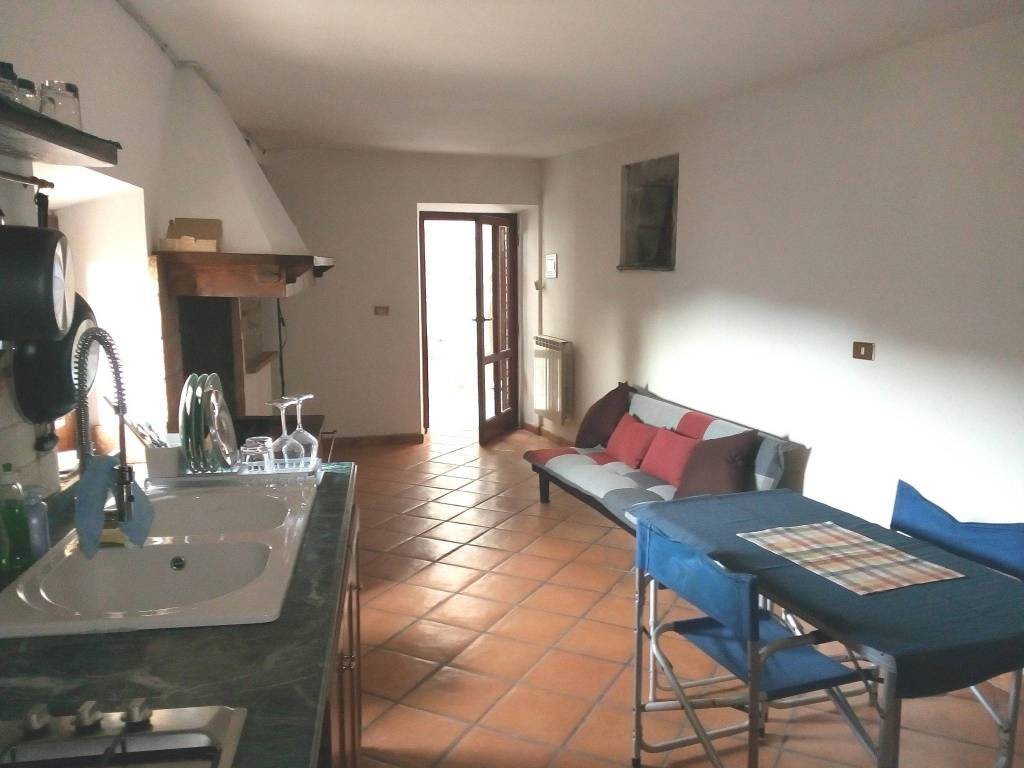 Appartamento in buone condizioni parzialmente arredato in affitto Rif. 8503023