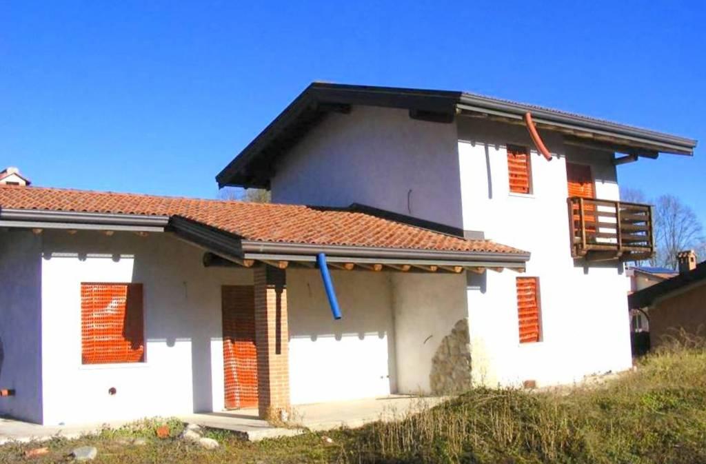 Villa in vendita a Comignago, 6 locali, prezzo € 300.000   PortaleAgenzieImmobiliari.it