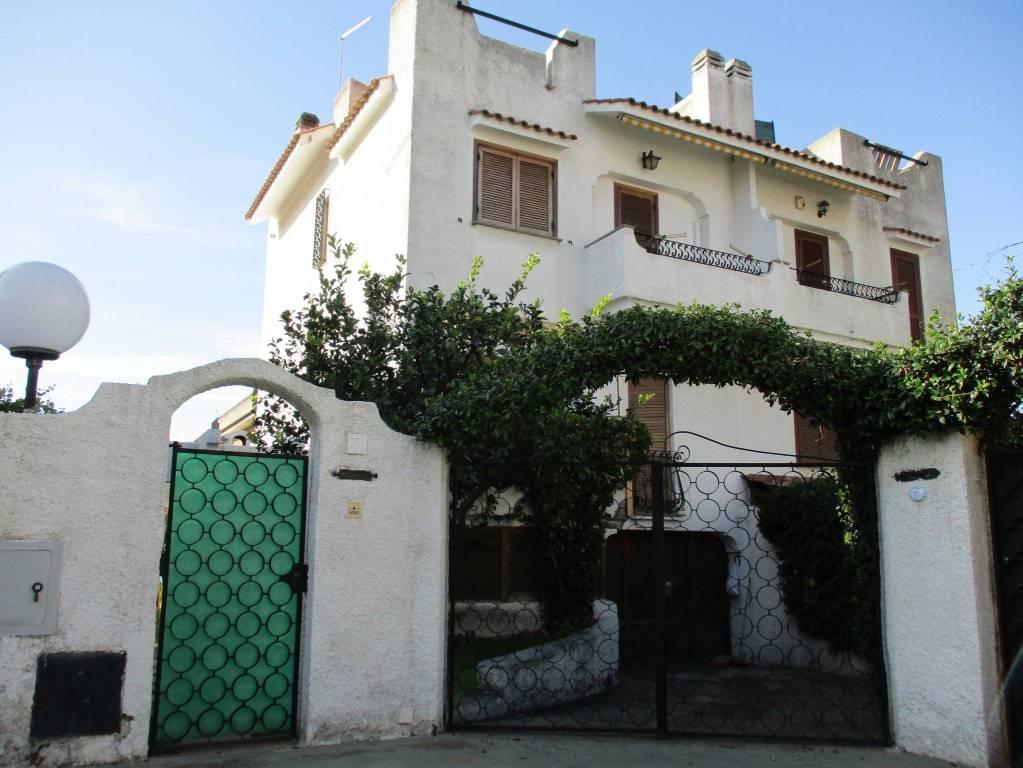 Villa in vendita a Santa Marinella, 4 locali, prezzo € 318.000 | CambioCasa.it
