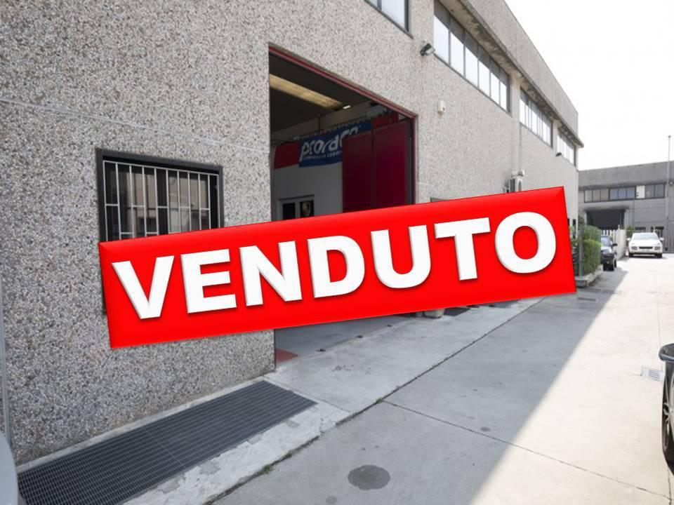 Capannone in Vendita a Segrate: 5 locali, 514 mq