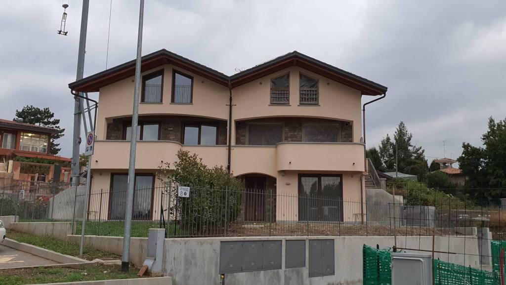 Appartamento in vendita a Appiano Gentile, 4 locali, prezzo € 273.000 | CambioCasa.it