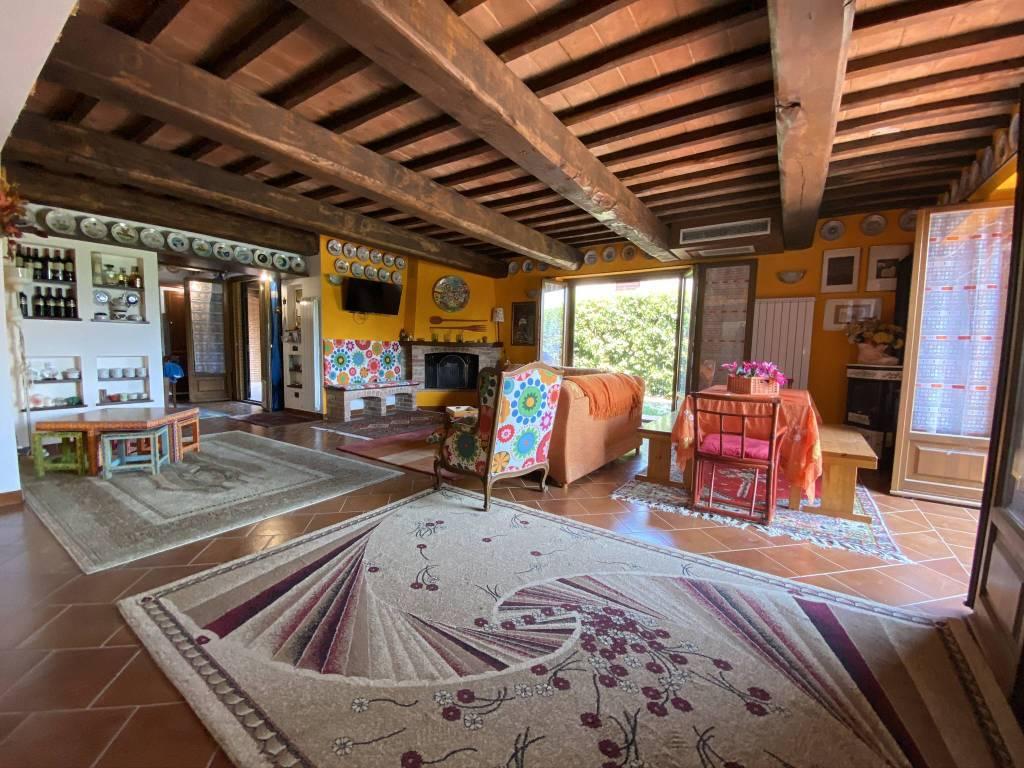 Villa in vendita a Castiglione del Lago, 9 locali, prezzo € 350.000   CambioCasa.it
