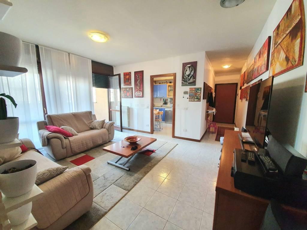 Appartamento in vendita a Gallarate, 4 locali, prezzo € 165.000 | CambioCasa.it