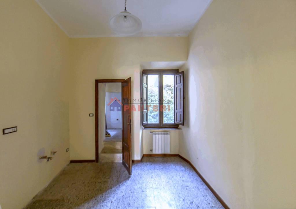 Appartamento in vendita a Pescia, 3 locali, prezzo € 62.000 | CambioCasa.it