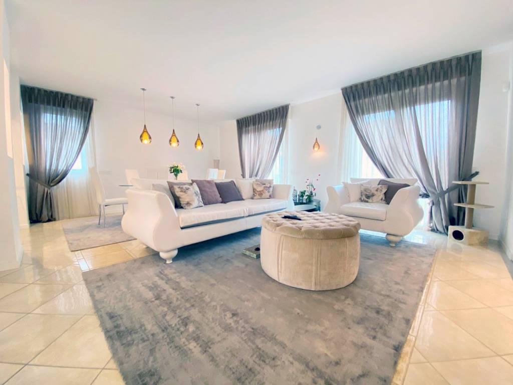 Appartamento in vendita a Misano Adriatico, 6 locali, Trattative riservate | PortaleAgenzieImmobiliari.it
