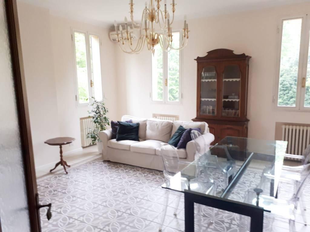 Appartamento in ottime condizioni arredato in affitto Rif. 8426466