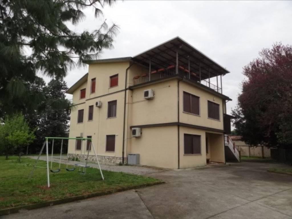Appartamento in vendita a Covo, 6 locali, prezzo € 110.000 | CambioCasa.it