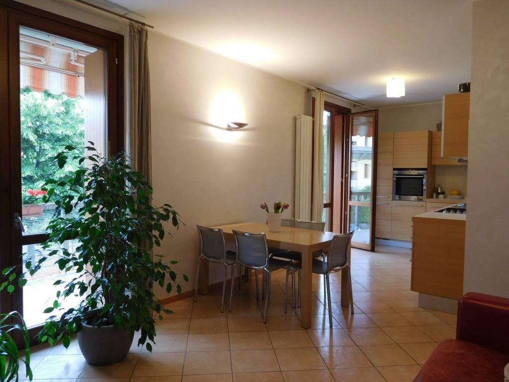 Appartamento in vendita a Seriate, 3 locali, prezzo € 178.000 | CambioCasa.it