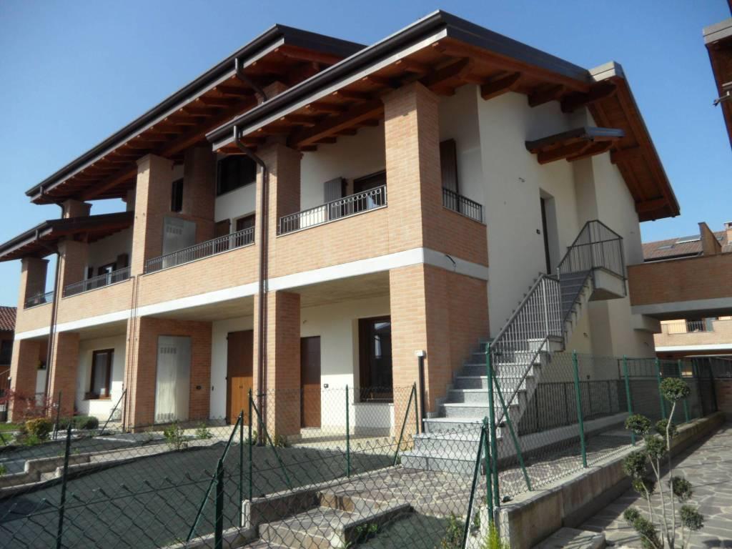 Appartamento in vendita a Grassobbio, 4 locali, prezzo € 240.000 | CambioCasa.it