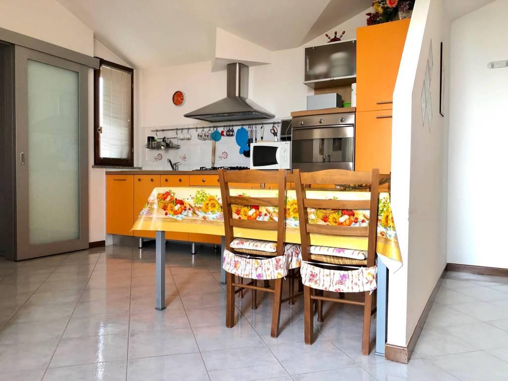 Appartamento in vendita a Bagnatica, 3 locali, prezzo € 165.000 | CambioCasa.it