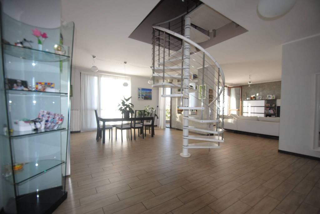 Appartamento in vendita a Cisliano, 4 locali, prezzo € 299.000 | CambioCasa.it