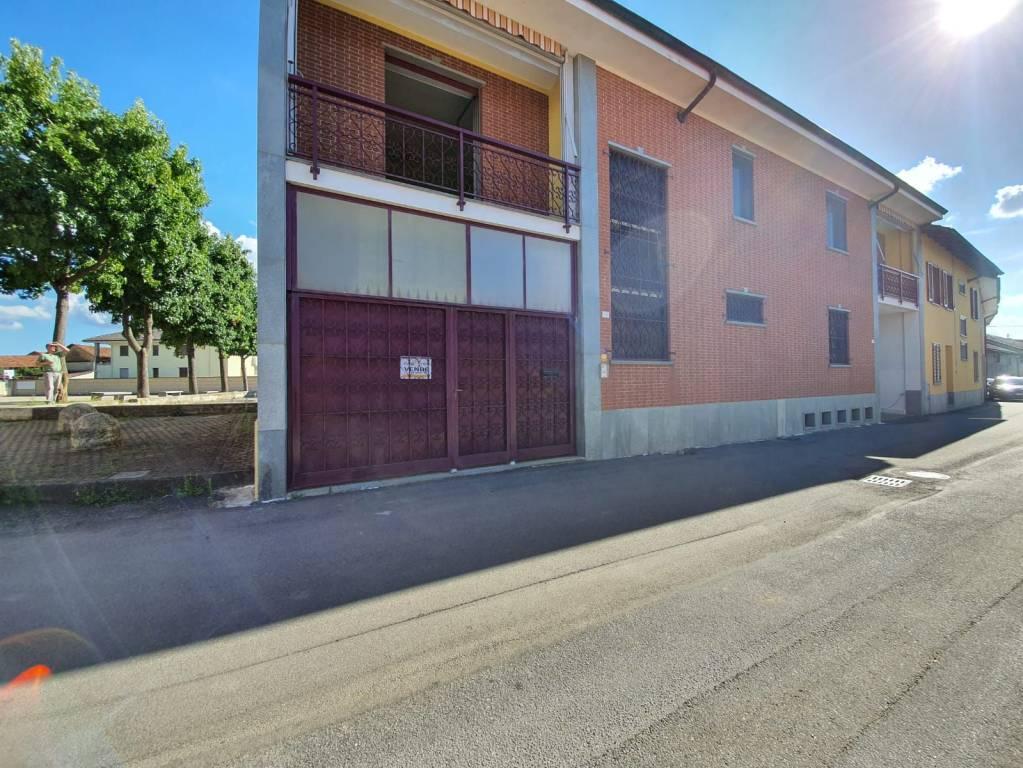 Villa in vendita a Buttigliera d'Asti, 8 locali, prezzo € 240.000 | CambioCasa.it