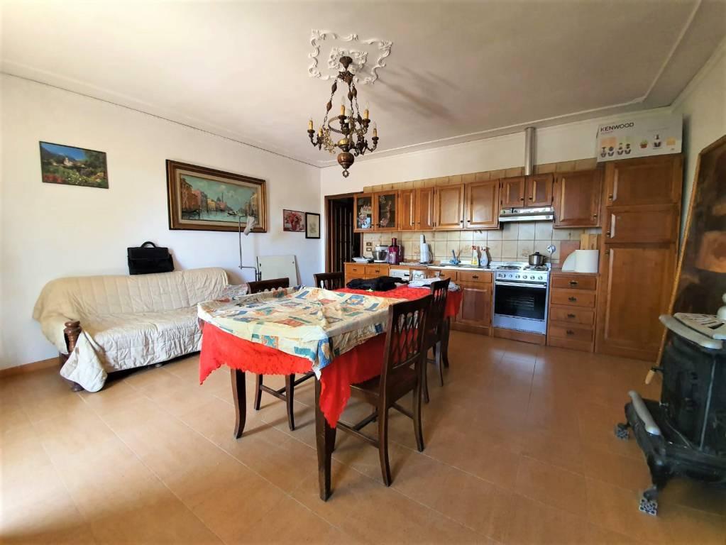 Rustico / Casale in vendita a Scalenghe, 7 locali, prezzo € 165.000 | CambioCasa.it
