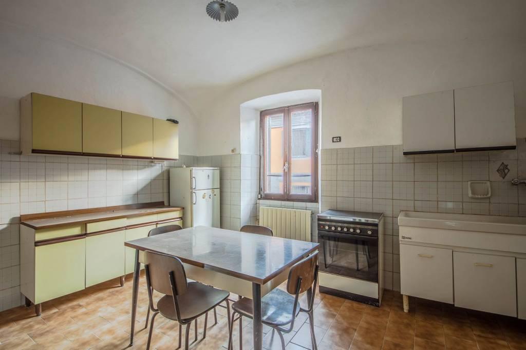 Appartamento in vendita a Piana Crixia, 8 locali, prezzo € 75.000 | PortaleAgenzieImmobiliari.it