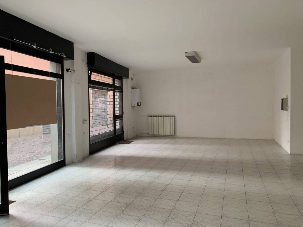 Negozio / Locale in vendita a Caravaggio, 2 locali, prezzo € 138.000 | PortaleAgenzieImmobiliari.it
