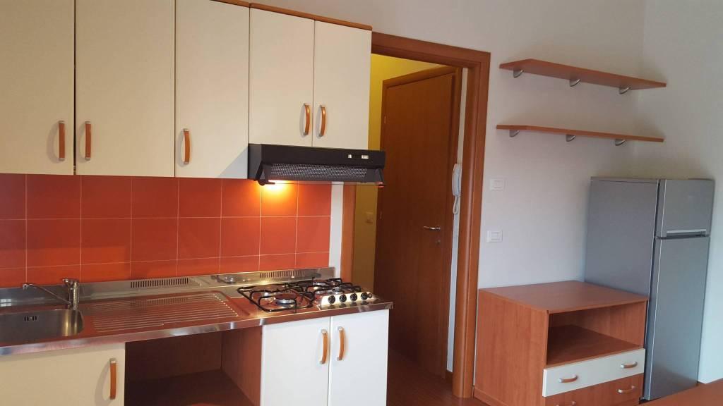 Appartamento in Affitto a Modena Centro: 1 locali, 35 mq