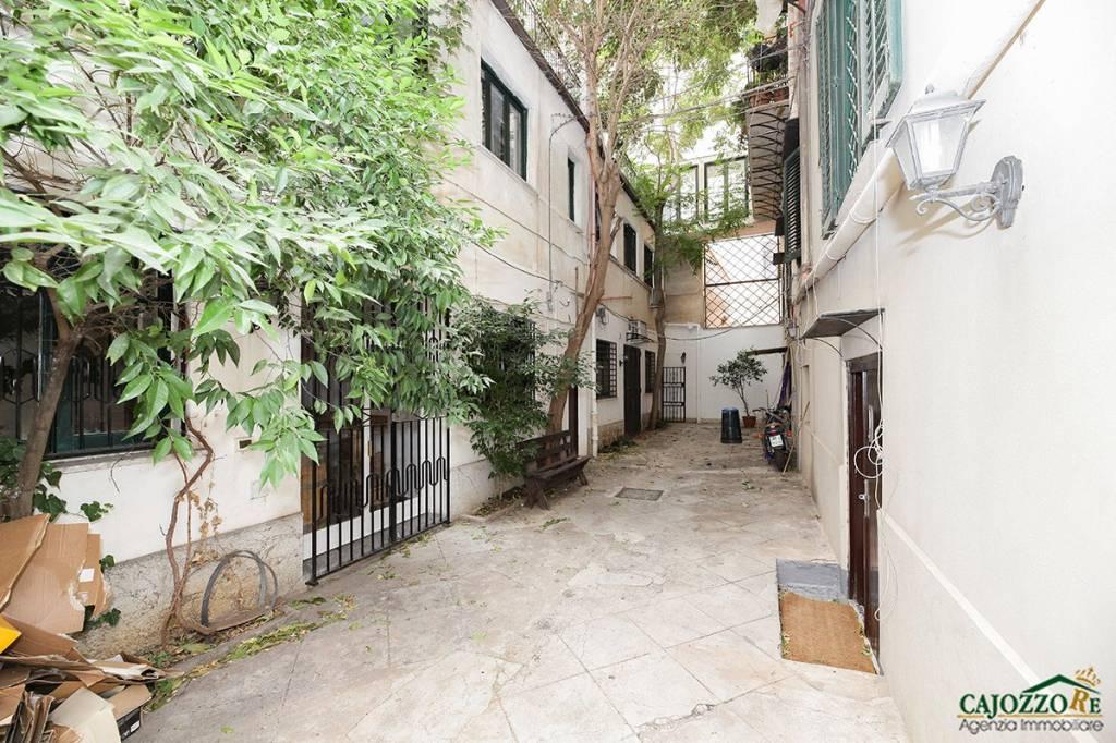 Appartamento in buone condizioni in affitto Rif. 9303816