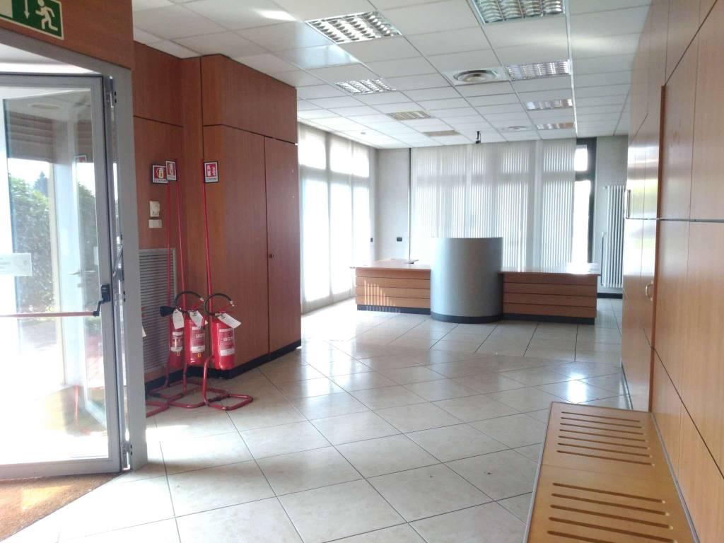 Negozio / Locale in vendita a Correzzana, 5 locali, prezzo € 330.000   CambioCasa.it