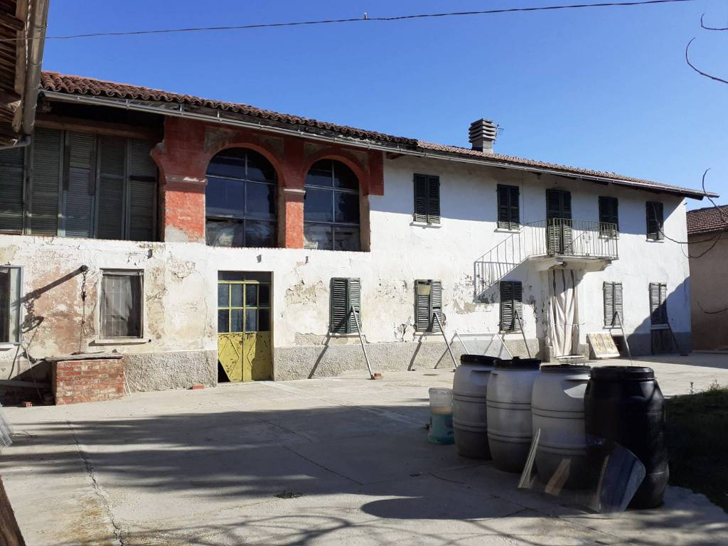 Rustico / Casale in vendita a Revigliasco d'Asti, 4 locali, prezzo € 45.000   PortaleAgenzieImmobiliari.it