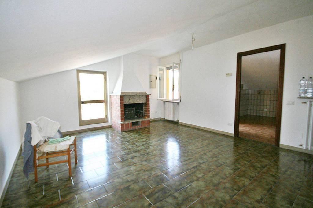 Appartamento in vendita a Erba, 3 locali, prezzo € 115.000 | PortaleAgenzieImmobiliari.it