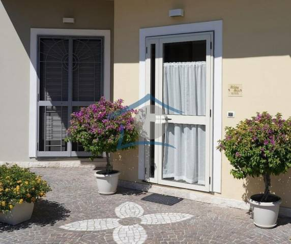 Appartamento in buone condizioni arredato in affitto Rif. 5032968