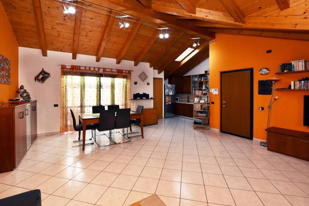 Attico / Mansarda in vendita a Vernate, 3 locali, prezzo € 148.000 | CambioCasa.it