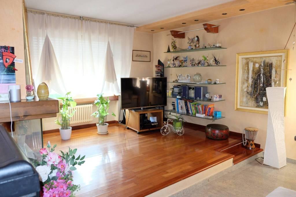 Appartamento in vendita a Sirmione, 4 locali, prezzo € 340.000 | PortaleAgenzieImmobiliari.it