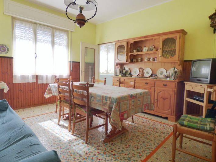 Villa in vendita a Maccagno con Pino e Veddasca, 7 locali, prezzo € 310.000 | CambioCasa.it