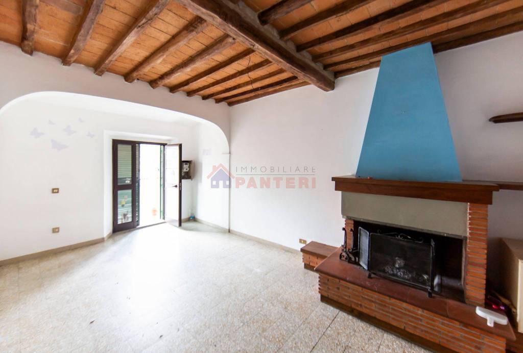 Attico / Mansarda in vendita a Pescia, 4 locali, prezzo € 60.000 | PortaleAgenzieImmobiliari.it