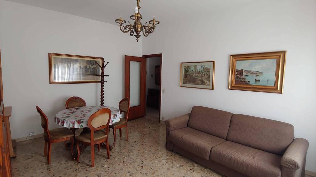 Appartamento in Affitto a Piacenza Semicentro: 2 locali, 60 mq
