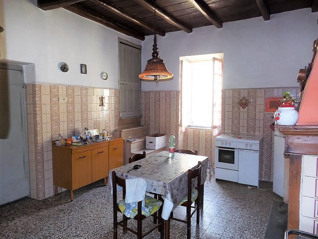 Appartamento in vendita a Caprarola, 6 locali, prezzo € 46.000 | CambioCasa.it