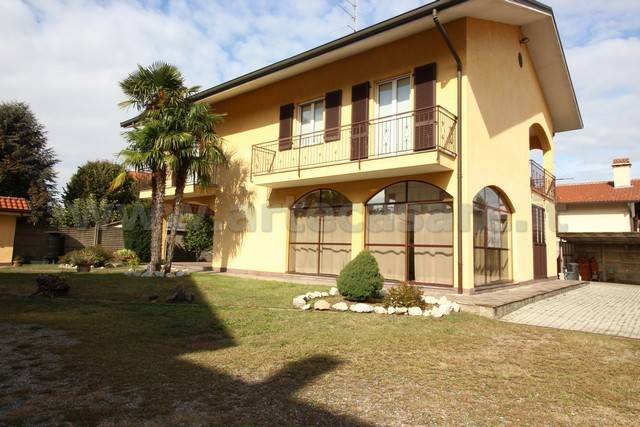 Villa in vendita a Cuggiono, 7 locali, prezzo € 360.000 | PortaleAgenzieImmobiliari.it