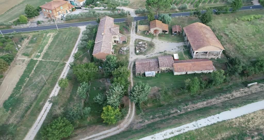 Terreno commerciale in Vendita a Cortona Periferia: 200000 mq