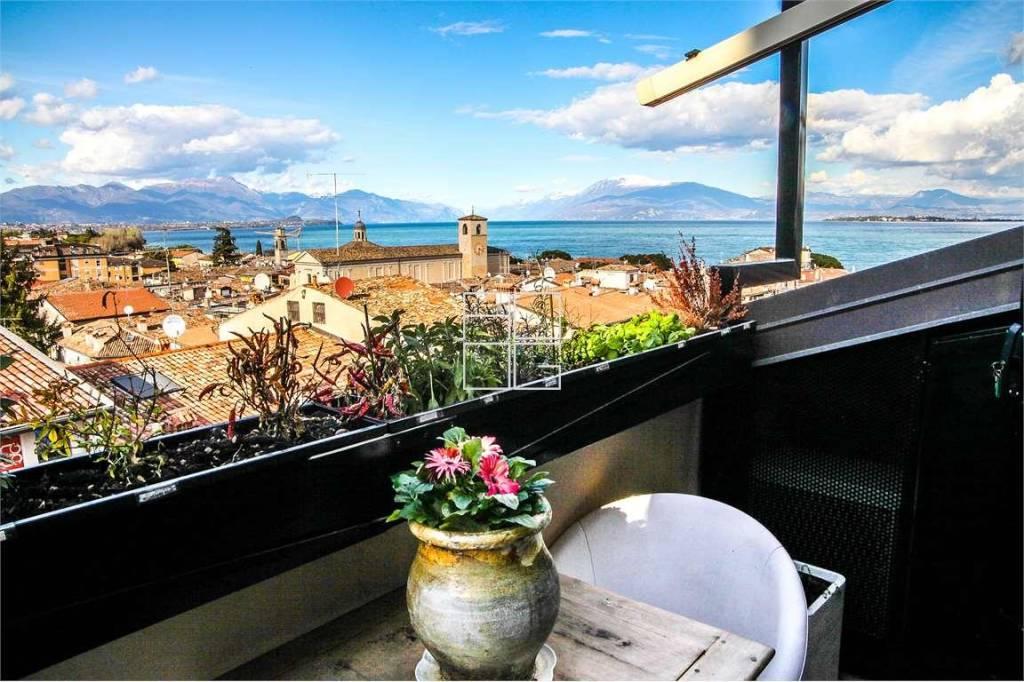 Attico / Mansarda in vendita a Desenzano del Garda, 5 locali, prezzo € 685.000 | PortaleAgenzieImmobiliari.it