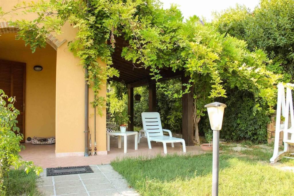 Appartamento in ottime condizioni arredato in vendita Rif. 7171027