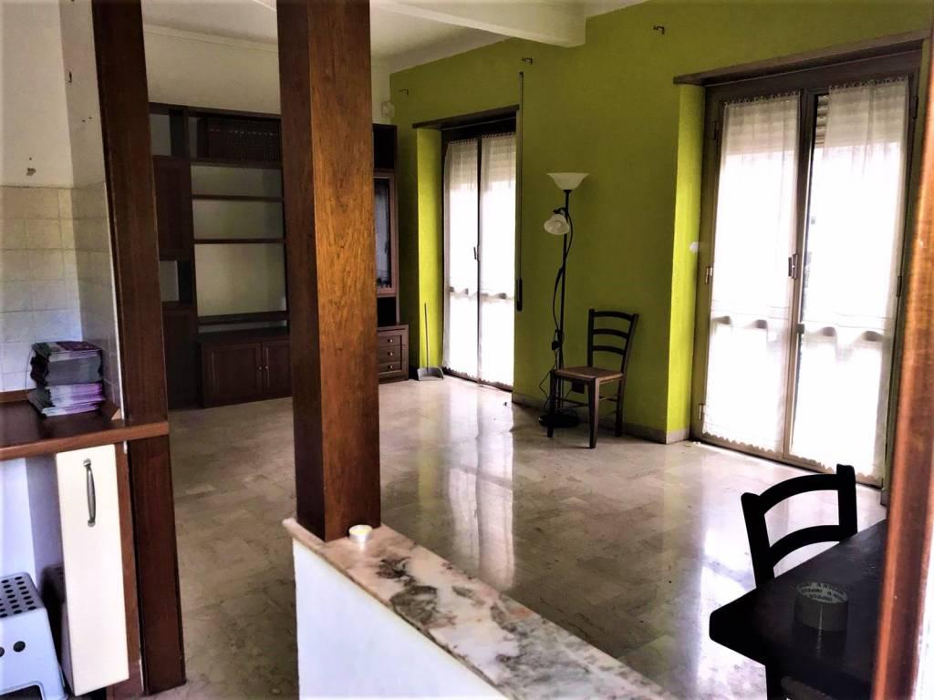 Appartamento in vendita a Genova, 3 locali, zona Zona: 7 . Di Negro, Oregina-Granarolo, Circonvalmonte, prezzo € 135.000 | CambioCasa.it