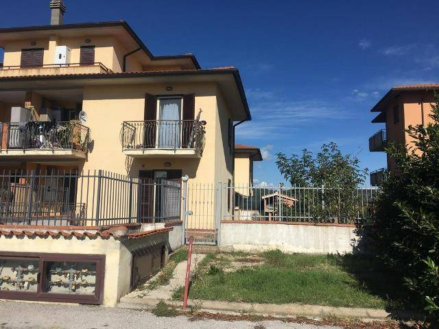 Appartamento in Affitto a Magione: 3 locali, 70 mq