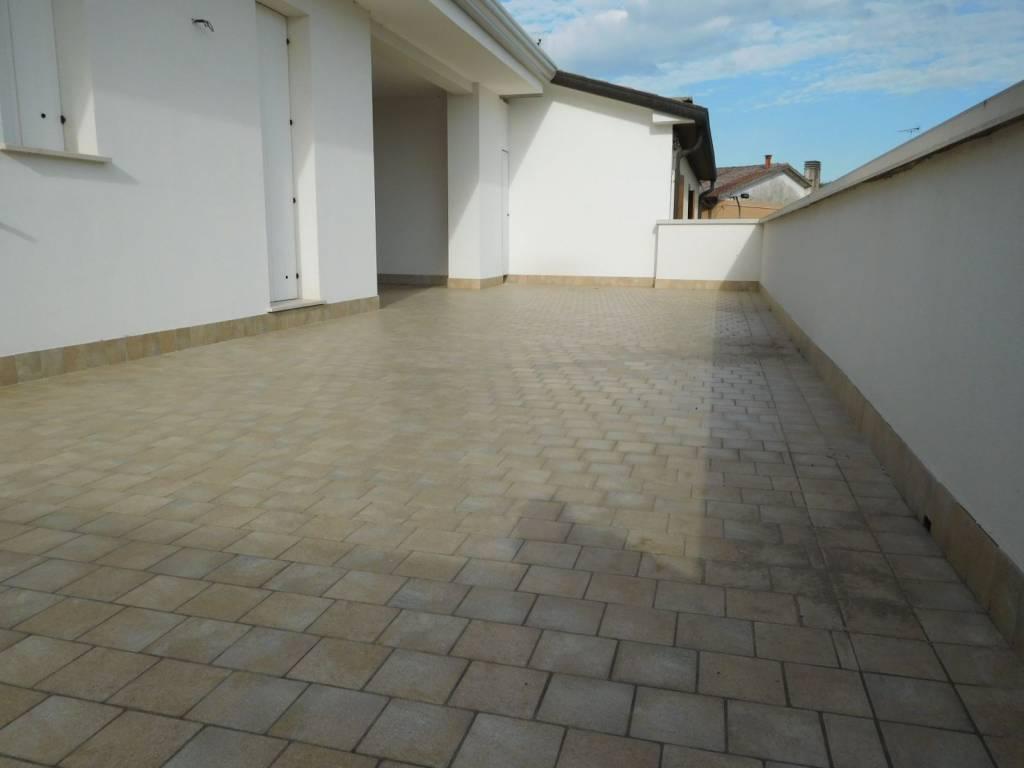 Appartamento in ottime condizioni in vendita Rif. 9197405