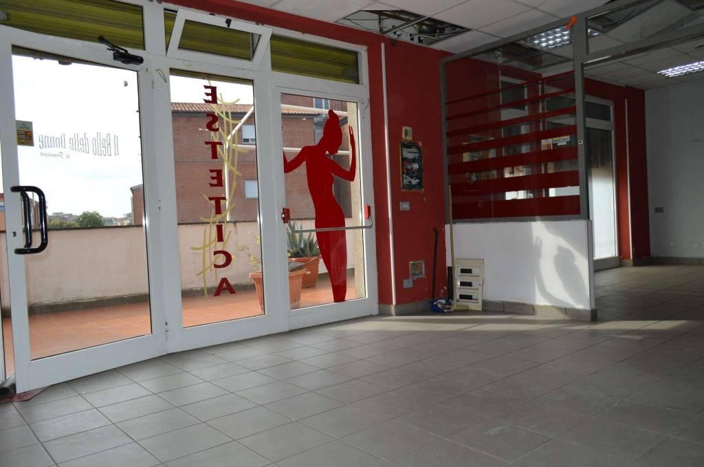 Negozio / Locale in affitto a Marino, 6 locali, prezzo € 1.000 | CambioCasa.it