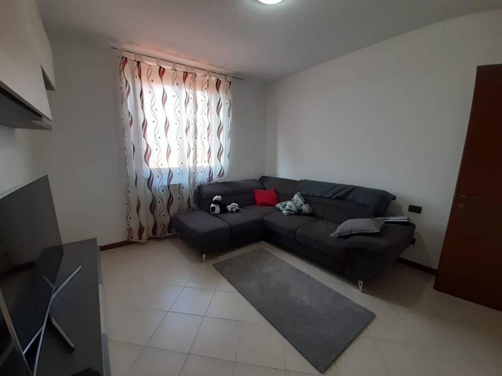 Appartamento in vendita a Fara Gera d'Adda, 4 locali, prezzo € 105.000 | CambioCasa.it