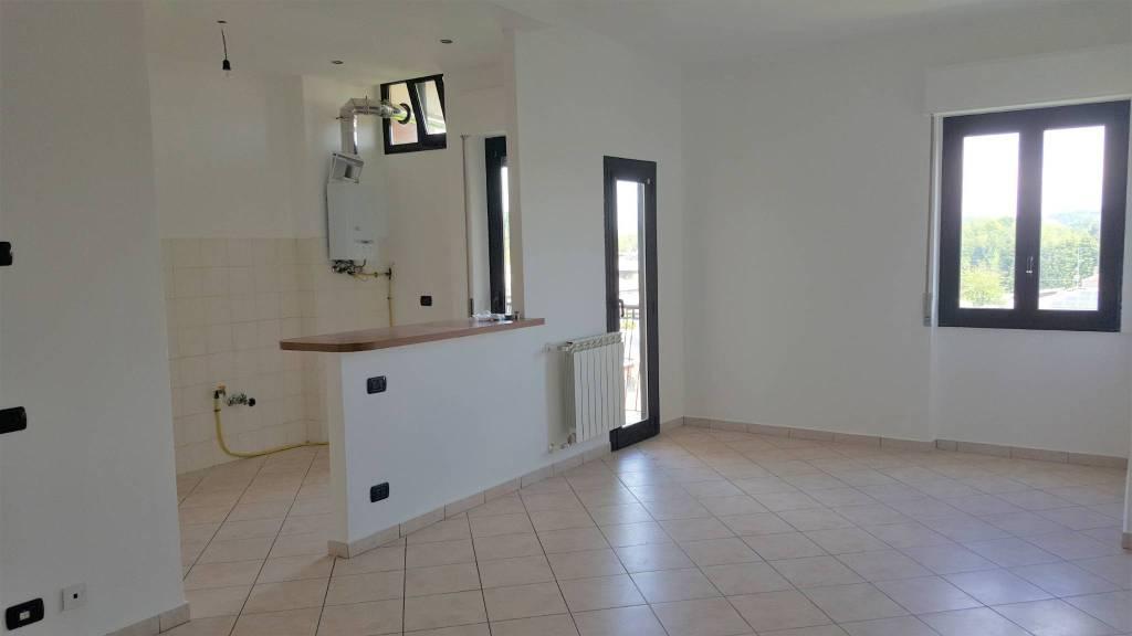 Appartamento in affitto a Solbiate Arno, 3 locali, prezzo € 400 | CambioCasa.it