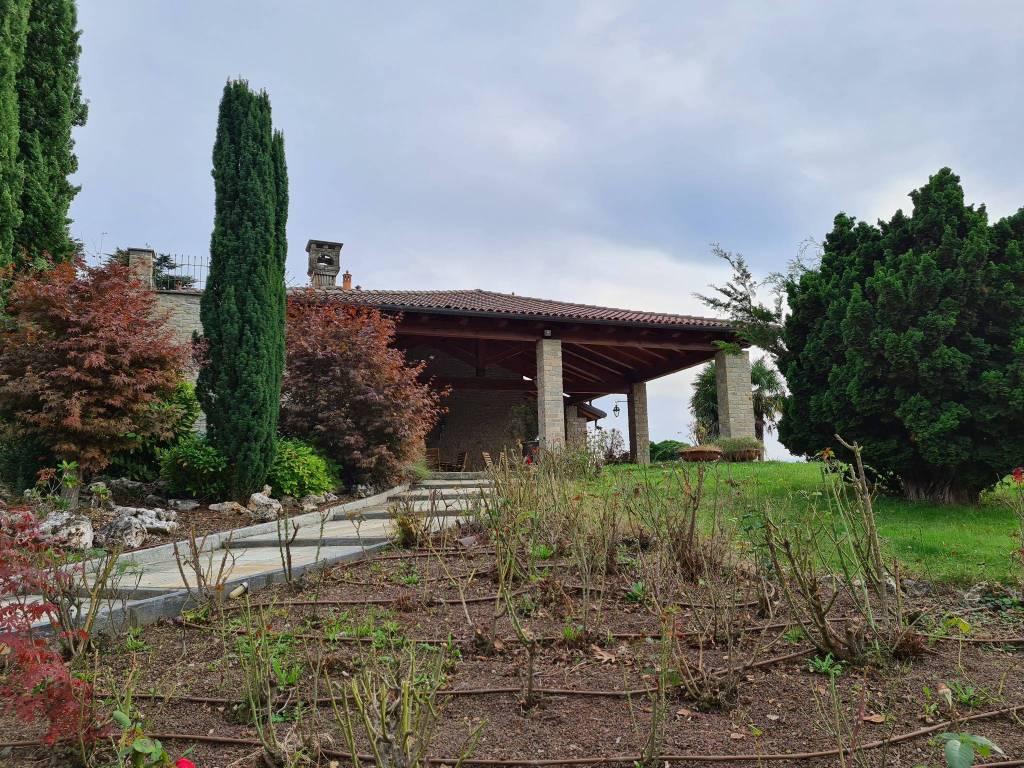 Villa in vendita a Pinerolo, 10 locali, Trattative riservate | CambioCasa.it