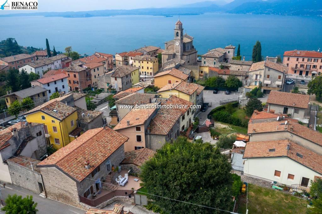 Villa in vendita a Torri del Benaco, 9 locali, prezzo € 500.000 | CambioCasa.it