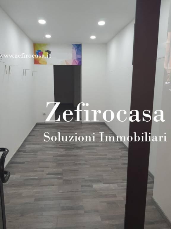 Negozio-locale in Affitto a Bologna Centro: 2 locali, 23 mq